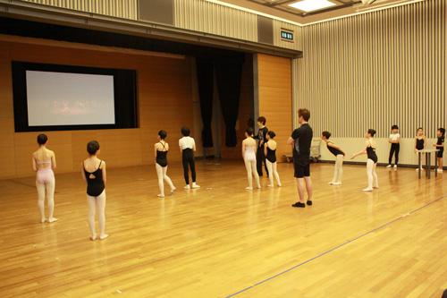 【スタッフ鈴木のアレコレ紹介】「ドン・キホーテの夢」子役ダンサー練習風景